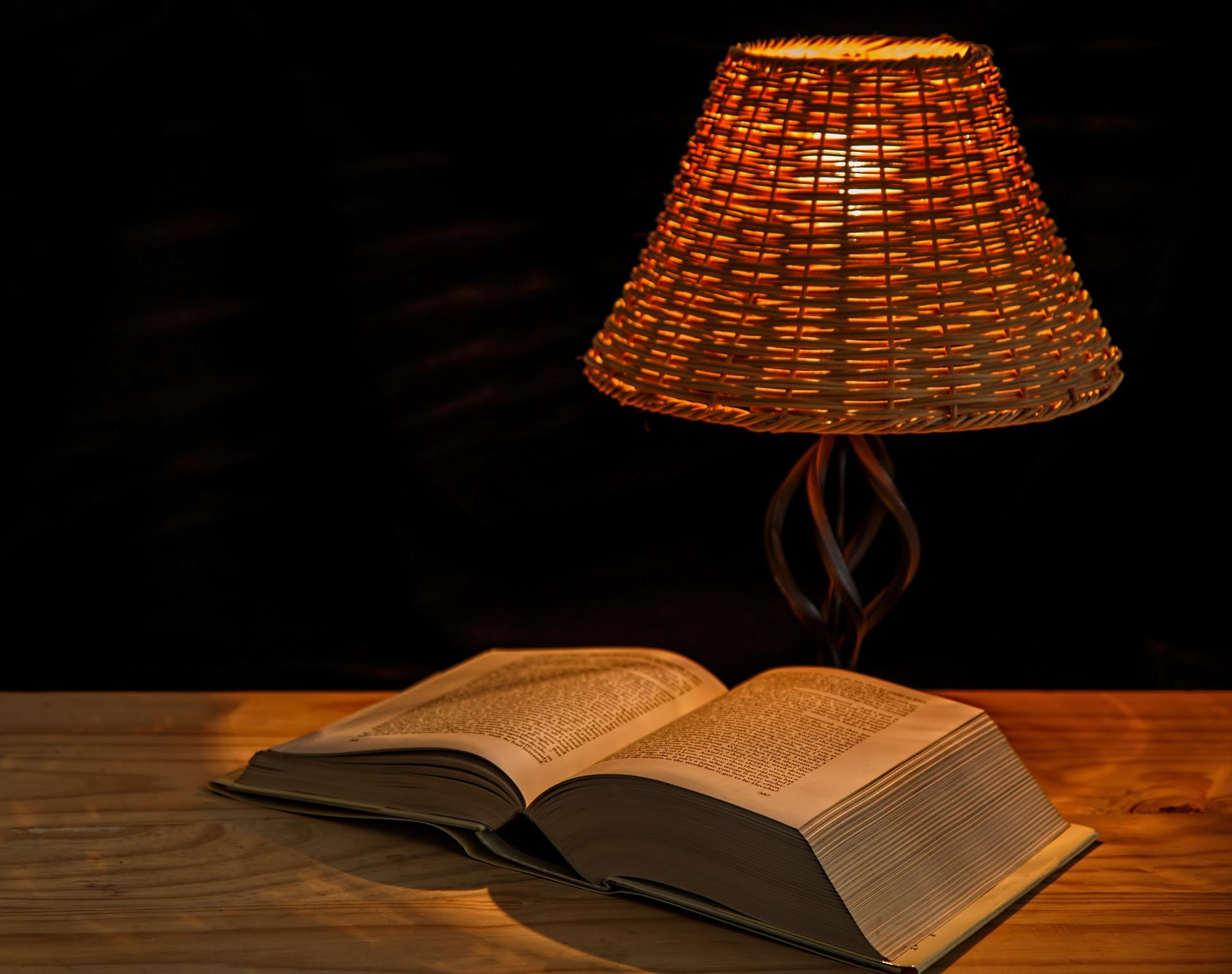 Vhodné světlo na čtení knih