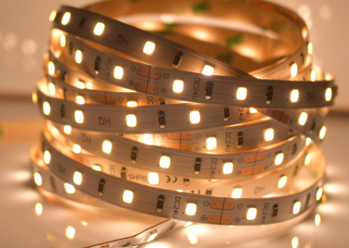 LED Streifen 4,8W/m Warmweiß 24V