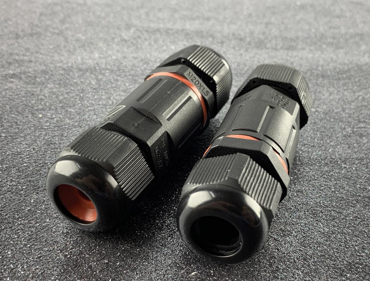 Schwarzer Wasserdichter Stecker I CSJ IP68 3x 1.5