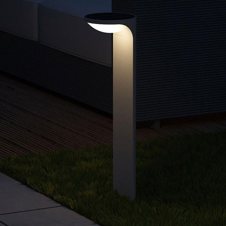 Solární lampa v noci
