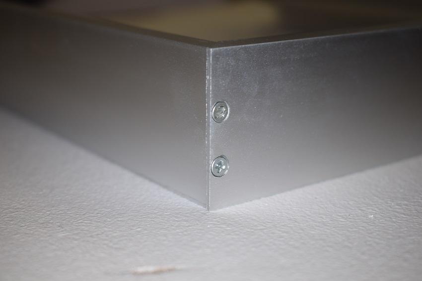 uchyceni-led-panelu
